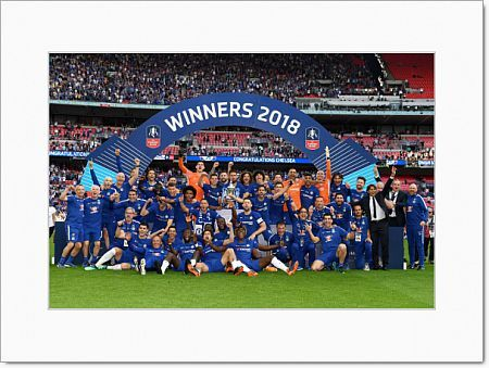 LONDON, ENGLAND - MAY 19: The Chelsea players celebrate with the Emirates FA Cup trophy following The Emirates FA Cup Final between Chelsea and Manchester United at Wembley Stadium on May 19, 2018 in London, England