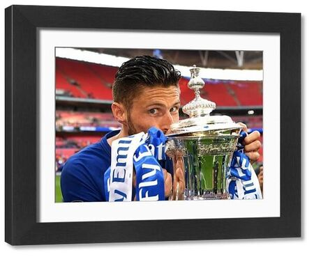 LONDON, ENGLAND - MAY 19: Olivier Giroud of Chelsea kisses the Emirates FA Cup trophy following his sides victory in The Emirates FA Cup Final between Chelsea and Manchester United at Wembley Stadium on May 19, 2018 in London, England