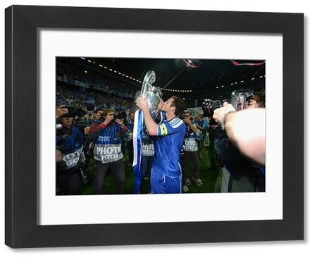 MUNICH, GERMANY - MAY 19: Frank Lampard of Chelsea celebrate winning the UEFA Champions League Final between FC Bayern Muenchen and Chelsea at the Fussball Arena M?nchen on May 19, 2012 in Munich, Germany (Photo by Darren Walsh/Chelsea FC )