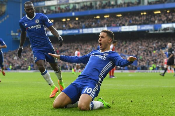 LONDON, ENGLAND - FEBRUARY 04: Eden Hazard of Chelsea celebrates with team-mates after scoring his team's second goal during the Premier League match between Chelsea and Arsenal at Stamford Bridge on February 4, 2017 in London, England