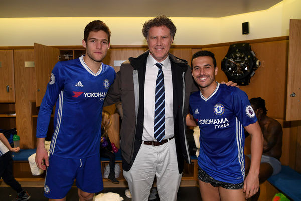 LONDON, ENGLAND - FEBRUARY 04: Actor Will Ferrell poses with Marcos Alonso and Pedro of Chelsea after the Premier League match between Chelsea and Arsenal at Stamford Bridge on February 4, 2017 in London, England