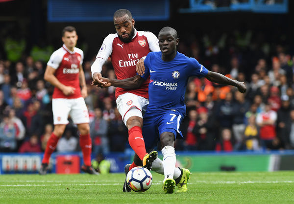 LONDON, ENGLAND - SEPTEMBER 17: Alexandre Lacazette of Arsenal and N'Golo Kante of Chelsea battle for possession during the Premier League match between Chelsea and Arsenal at Stamford Bridge on September 17, 2017 in London, England