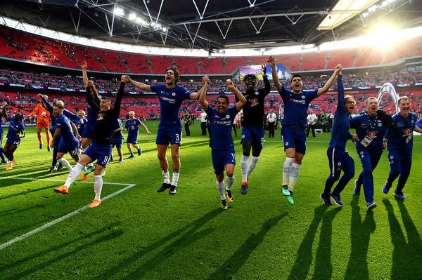 LONDON, ENGLAND - MAY 19: Chelsea players celebrates their sides victory following The Emirates FA Cup Final between Chelsea and Manchester United at Wembley Stadium on May 19, 2018 in London, England