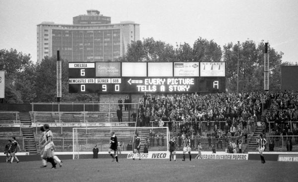STAMFORD BRIDGE, LONDON, OCTOBER 25TH 1980 : Chelsea 6 v Newcastle United 0. Chelsea's electronic scoreboard at the North End of the stadium tells the story. (Photo by Hugh Hastings/Chelsea FC )