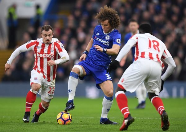 LONDON, ENGLAND - DECEMBER 31: David Luiz (C) of Chelsea controls the ball under pressure of Mame Biram Diouf (R) and Xherdan Shaqiri (L) of Stoke City compete for the ball during the Premier League match between Chelsea and Stoke City at Stamford
