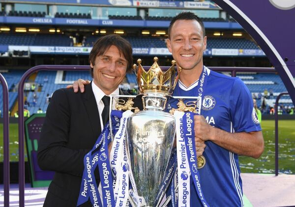 LONDON, ENGLAND - MAY 21: Antonio Conte, Manager of Chelsea anch John Terry of Chelsea celebrate winning the league following the Premier League match between Chelsea and Sunderland at Stamford Bridge on May 21, 2017 in London, England