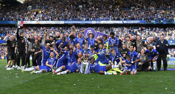 LONDON, ENGLAND - MAY 21: The Chelsea team celebrate with the Premier League Trophy after the Premier League match between Chelsea and Sunderland at Stamford Bridge on May 21, 2017 in London, England