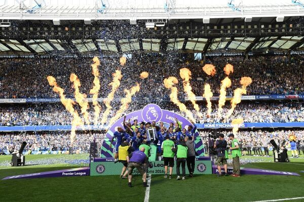 LONDON, ENGLAND - MAY 21: Gary Cahill of Chelsea and John Terry of Chelsea lift the Premier Leauge Trophy after the Premier League match between Chelsea and Sunderland at Stamford Bridge on May 21, 2017 in London, England
