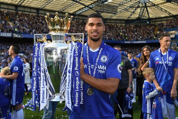 LONDON, ENGLAND - MAY 21: Ruben Loftus-Cheek of Chelsea poses with the Premier League Trophy after the Premier League match between Chelsea and Sunderland at Stamford Bridge on May 21, 2017 in London, England