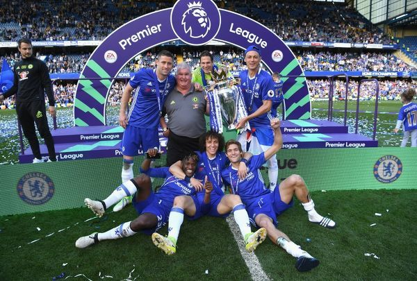 LONDON, ENGLAND - MAY 21: Chelsea players celebrate winning the league following the Premier League match between Chelsea and Sunderland at Stamford Bridge on May 21, 2017 in London, England. (Photo by Darren Walsh/Chelsea FC via Getty Images)