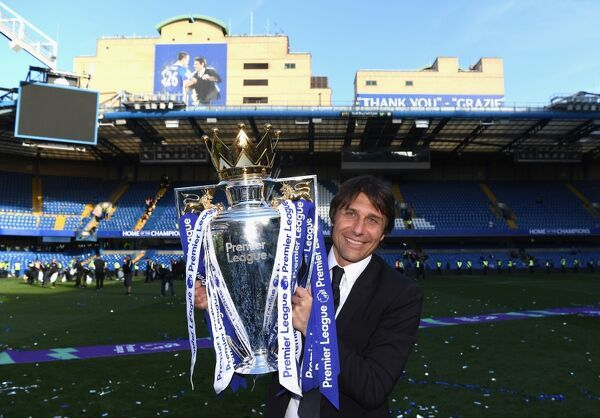 LONDON, ENGLAND - MAY 21: Antonio Conte, Manager of Chelsea celebrates winning the league following the Premier League match between Chelsea and Sunderland at Stamford Bridge on May 21, 2017 in London, England