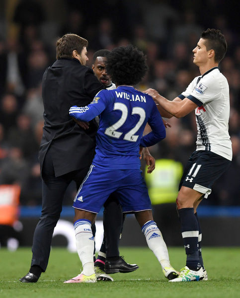 Tottenham Hotspur manager Mauricio Pochettino (left) steps onto the pitch to separate Tottenham Hotspur's Danny Rose and Chelsea's Willian
