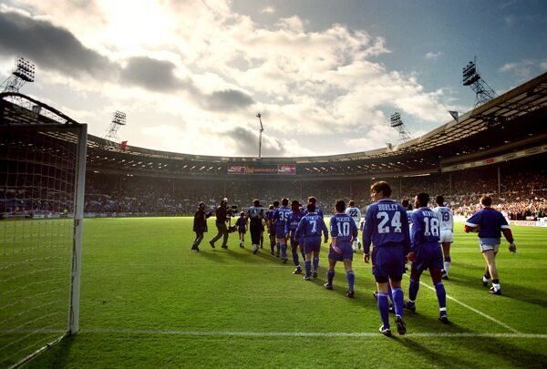 CHELSEA & LUTON TOWN WALK OUT ONTO THE WEMBLEY PITCH