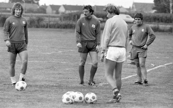 HARLINGTON, LONDON, AUGUST 1980 : Chelsea players Lee Frost, John Sparrow and Kevin Hales in pre-season training. (Photo by Hugh Hastings/Chelsea FC )