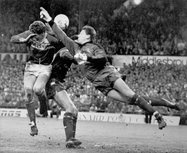 Chelsea goalkeeper Kevin Hitchcock (r) tries to punch clear from Middlesbrough's Trevor Senior (l)