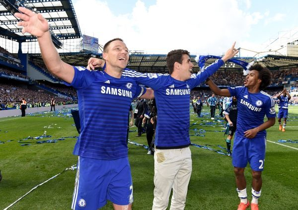 (left to right) Chelsea's John Terry, Oscar and Willian celebrate winning the title on the pitch after the match