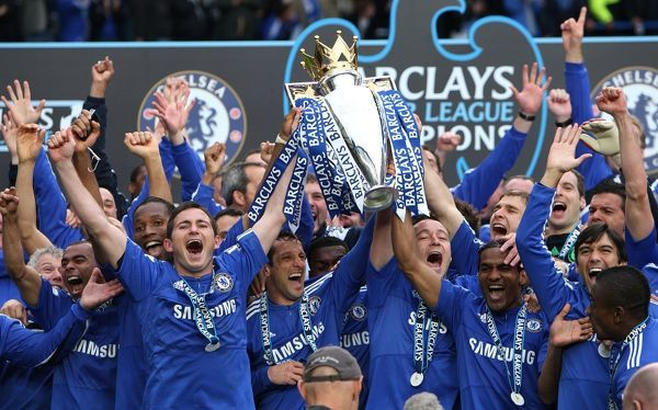 Chelsea's Frank Lampard (left) and John Terry (right) lift the Premier League trophy