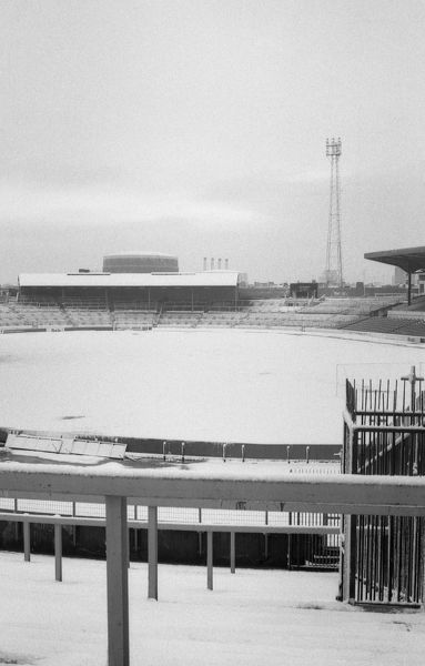 LONDON, WINTER 1981 : Chelsea FC stadium Stamford Bridge covered in winter snow. (Photo by Hugh Hastings/Chelsea FC ) Stamford Bridge