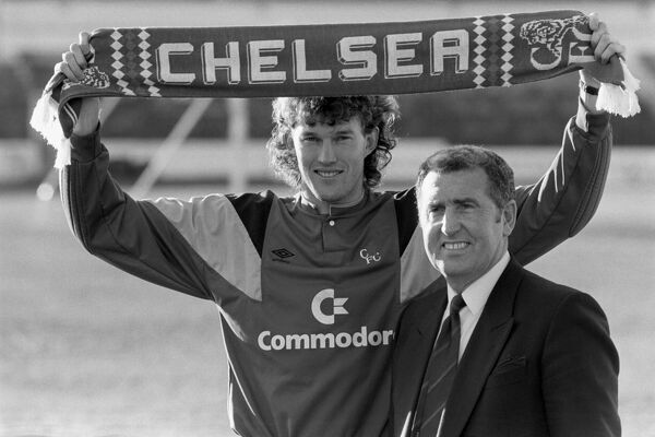 Chelsea Manager Bobby Campbell with new signing goalkeeper Dave Beasant. Chelsea paid £725,000 for the 1988 FA Cup Final hero who had left Wimbledon for Newcastle United where he only spent 5 months