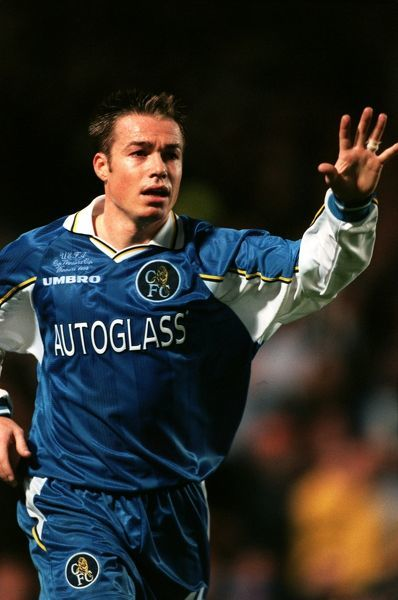 Chelsea's Graeme Le Saux calls for the ball