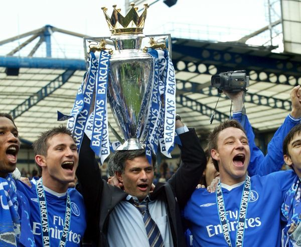 Chelsea manager Jose Mourinho lifts the Premiership trophy with Frank Lampard and John Terry