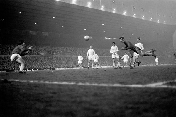 Chelsea's Peter Osgood (r) dives to head the equalizing goal past Leeds United goalkeeper David Harvey (l)