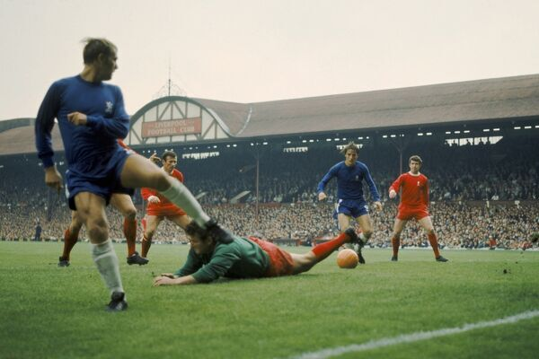 Liverpool goalkeeper Tommy Lawrence (centre) is beaten by a cross in the Liverpool penalty area, as Chelsea's John Dempsey (left) and Ian Hutchinson (second right), and Liverpool's Tommy Smith (second left) and Chris Lawler (right) look