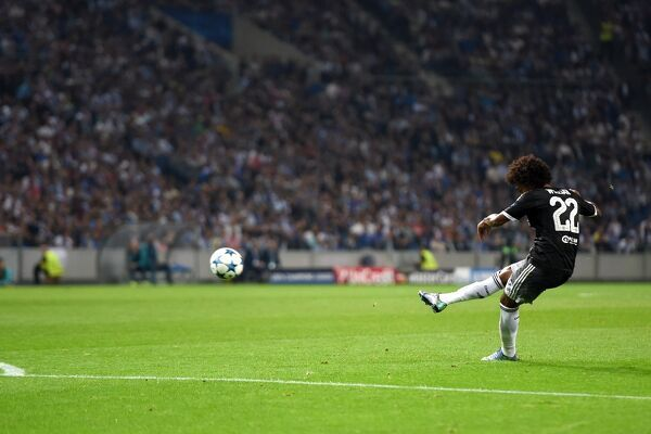 Chelsea's Willian scores his side's first goal