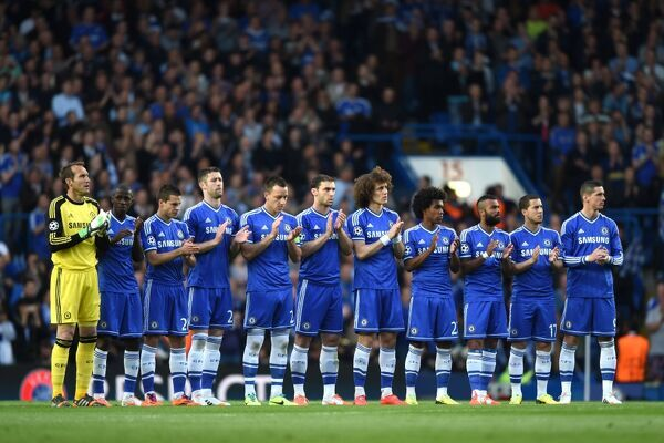 Chelsea players take part in a minutes applause for Barcelona coach Tito Vilanova and ex-Sampdoria manager Vujadin Boskov