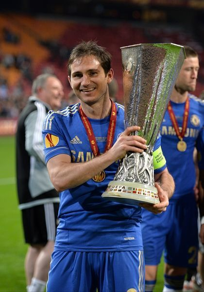 Chelsea's Frank Lampard celebrates with the UEFA Europa League trophy