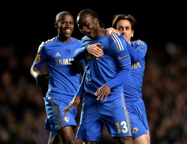 Chelsea's Victor Moses (centre) celebrates scoring his side's second goal of the game