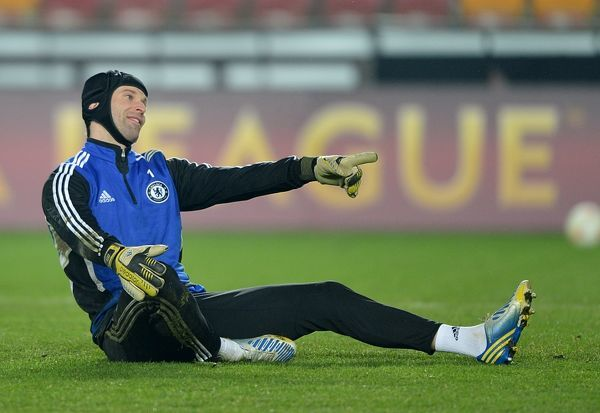 Chelsea's goalkeeper Petr Cech during training