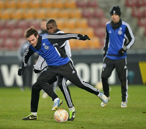 Chelsea's Juan Mata (left) and Ramires (centre) during training