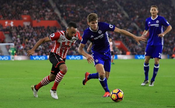 Southampton's Nathan Redmond (left) and Chelsea's Marcos Alonso battle for the ball during the Premier League match at St Mary's Stadium, Southampton. PRESS ASSOCIATION Photo. Picture date: Sunday October 30, 2016. See PA story SOCCER Southampton