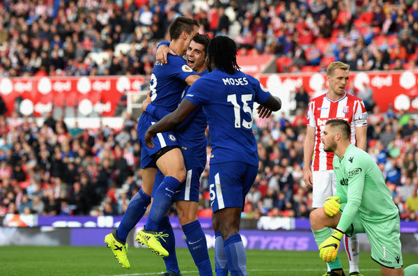 STOKE ON TRENT, ENGLAND - SEPTEMBER 23: Alvaro Morata of Chelsea celebrates scoring his sides fourth goal with his Chelsea team mates during the Premier League match between Stoke City and Chelsea at Bet365 Stadium on September 23, 2017 in Stoke on Trent