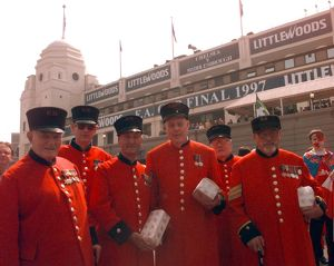 FA CUP Chelsea pensioners