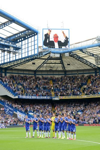 Chelsea and Swansea City players observe a minutes applause for Richard Attenborough