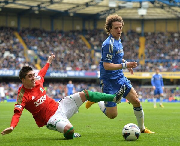 Swansea City's Pablo Hernandez (left) and Chelsea's David Luiz battle for the ball