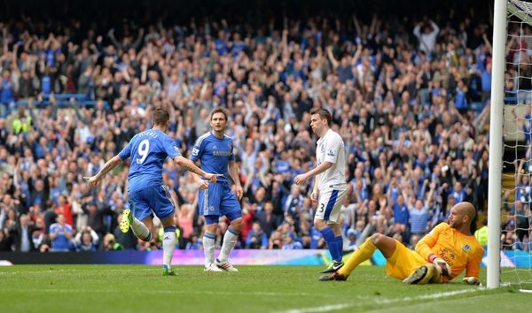 Chelsea's Fernando Torres celebrates scoring his side's second goal of the game