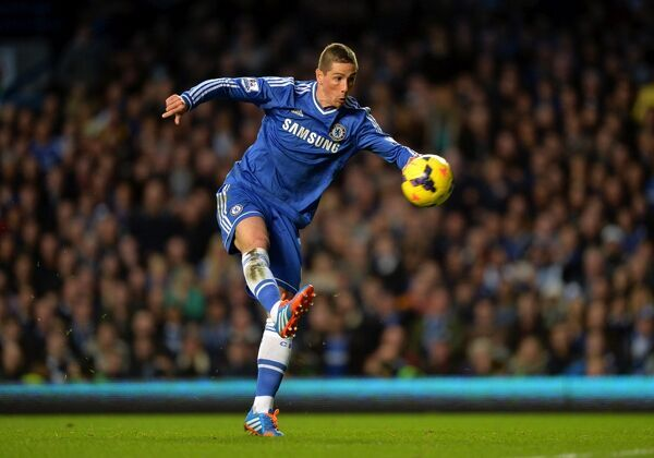 Chelsea's Fernando Torres misses a chance in front of goal from close range