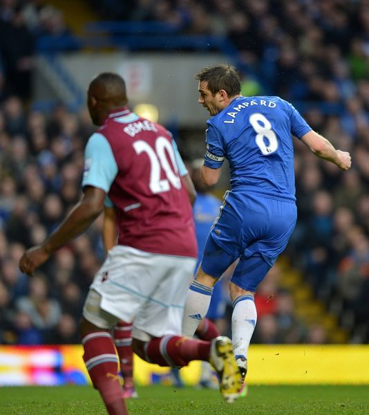 Chelsea's Frank Lampard scores his team's opening goal
