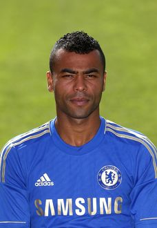 players/squad 2012 2013 season ashley cole/soccer chelsea squad photocall season 2013 14