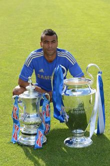 players/squad 2012 2013 season ashley cole/soccer chelsea team photocall cobham training