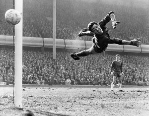 historic images/1960s/soccer fa cup semi final chelsea v liverpool